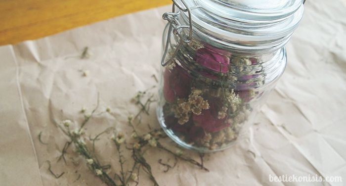 DIY dried flowers in a jar