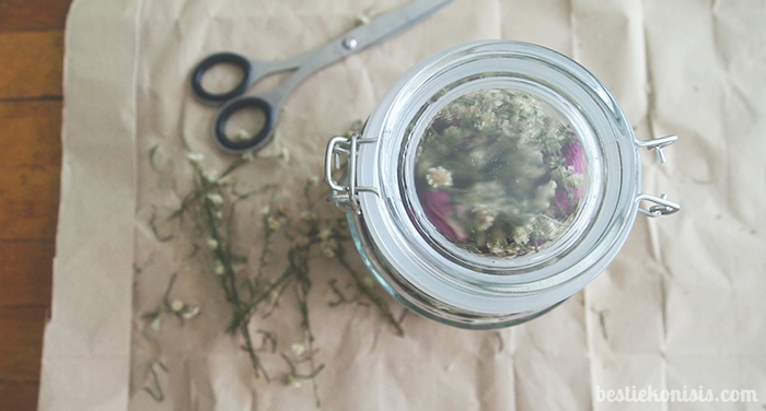DIY dried roses in mason jar