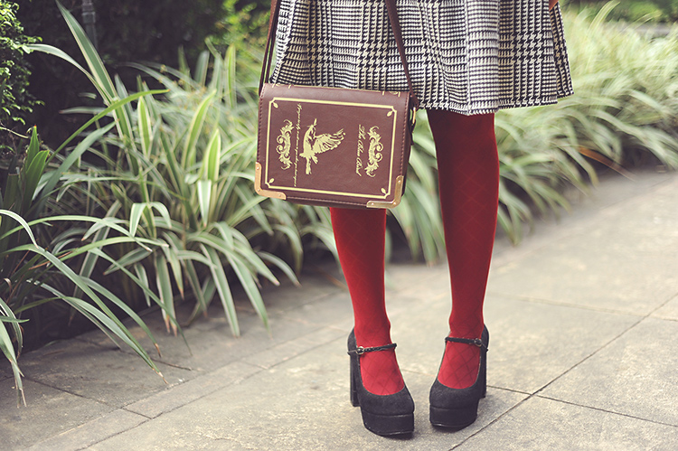 4bestiekonisis-burgundy tights outfit