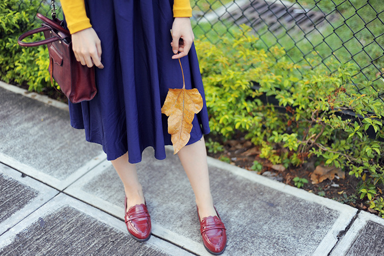 navy, maroon, mustard outfit