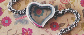 DareToBeChic Heart Locket Giveaway